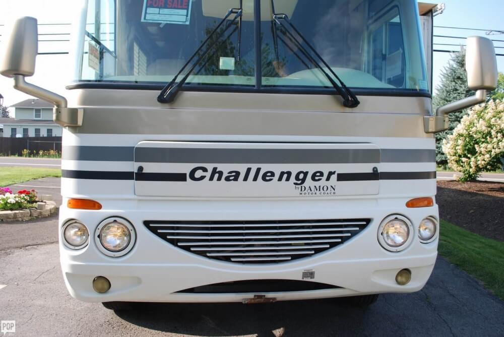 2005 Thor Motor Coach Challenger 353W, 5