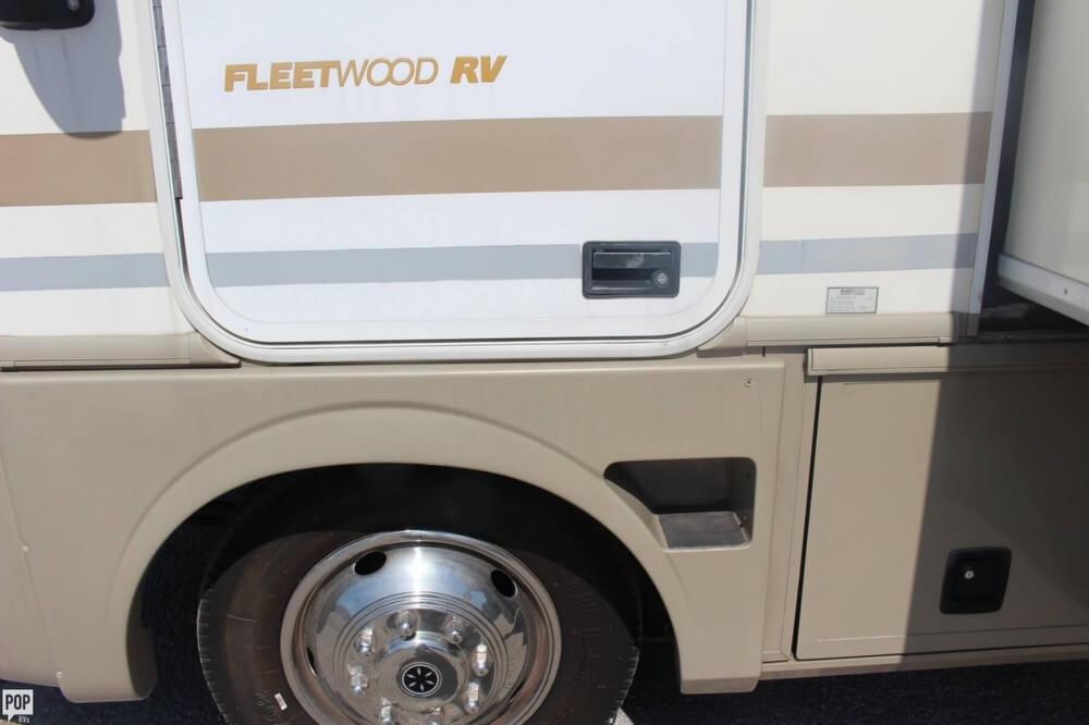 2000 Fleetwood Pace Arrow 33, 18