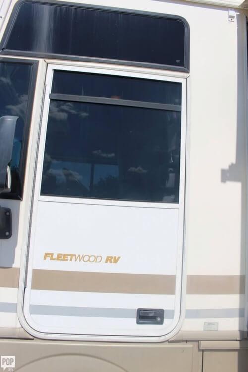 2000 Fleetwood Pace Arrow 33, 19