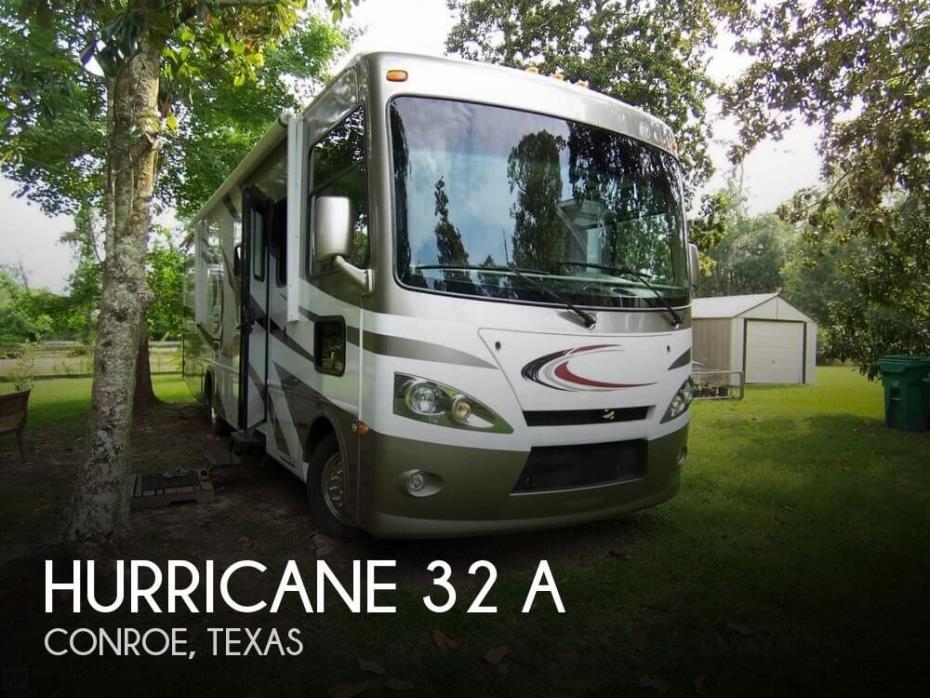 2013 Thor Motor Coach Hurricane 32 A
