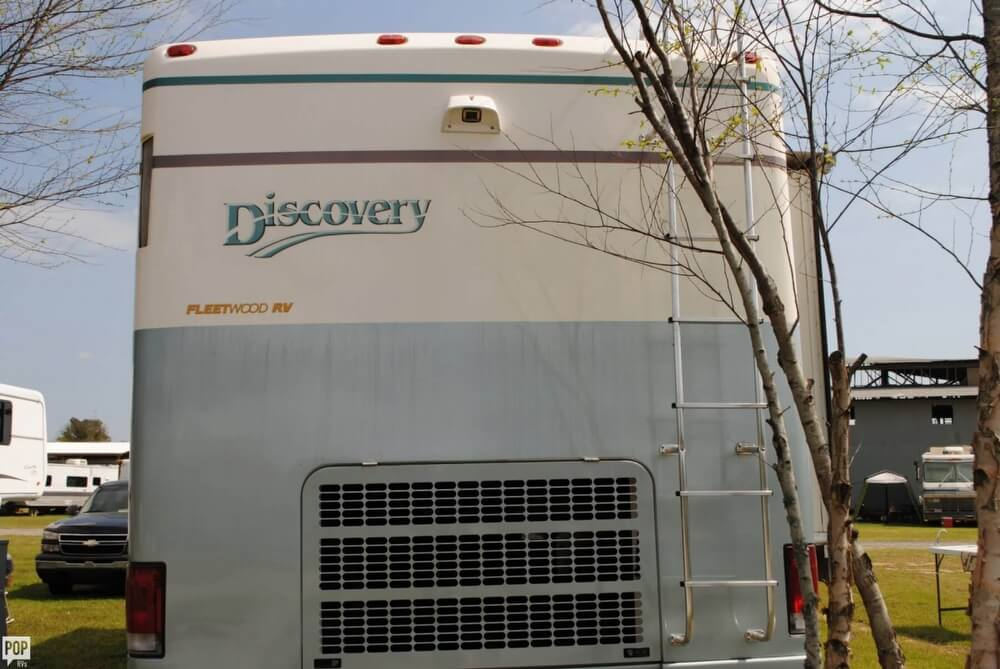 2000 Fleetwood Discovery 38, 17