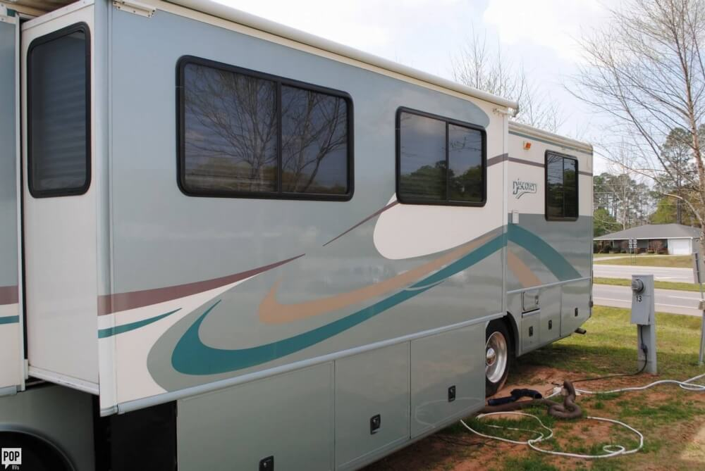 2000 Fleetwood Discovery 38, 12
