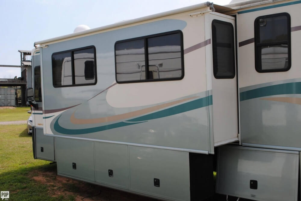 2000 Fleetwood Discovery 38, 13