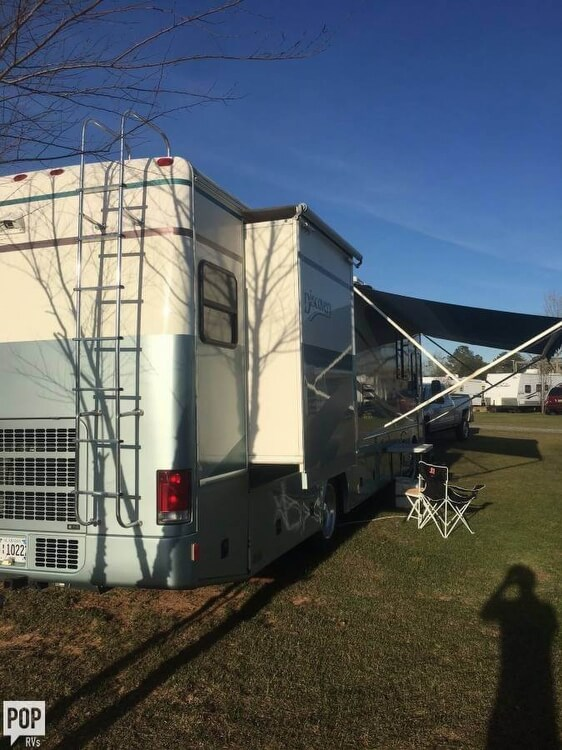 2000 Fleetwood Discovery 38, 3