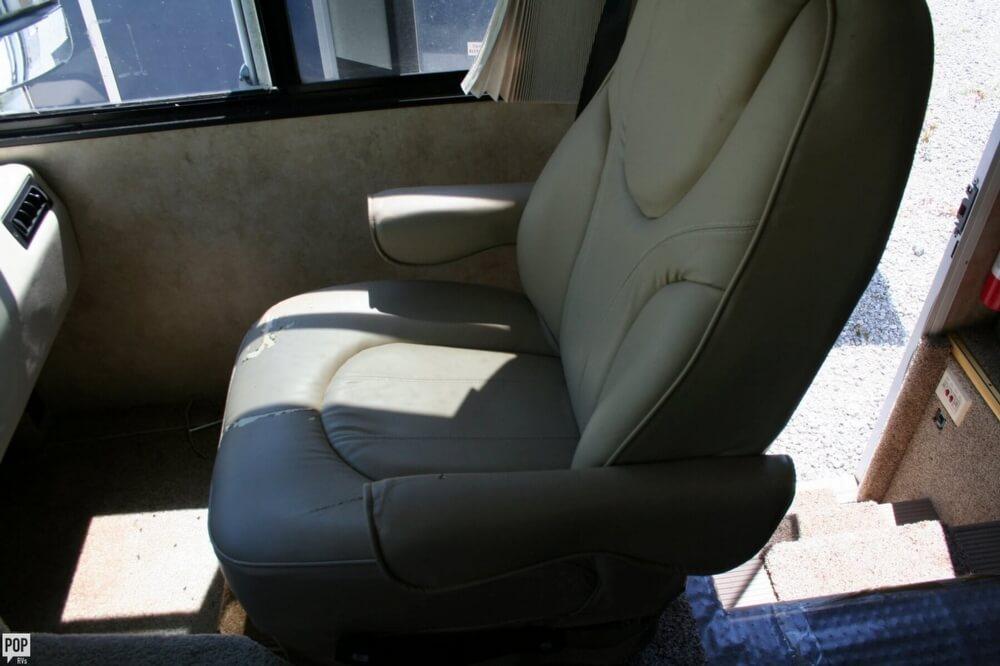 2007 Damon Challenger 37, 23