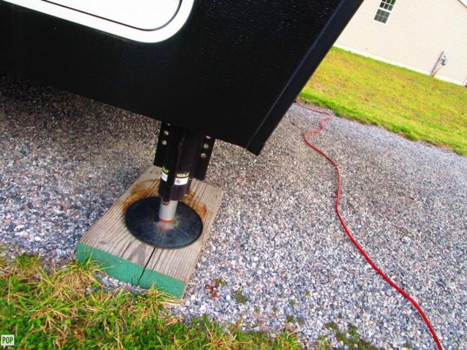 2015 Dutchmen Voltage V-3895, 14