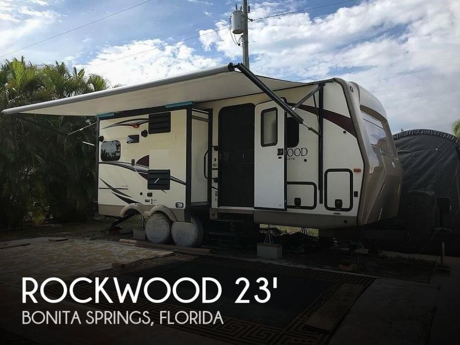 2017 Forest River Rockwood Ultra Lite 2304DS