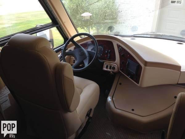 2012 Thor Motor Coach Damon 28 Avanti, 8