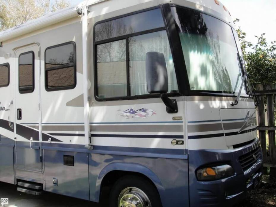 2003 Winnebago Adventurer 33V, 1