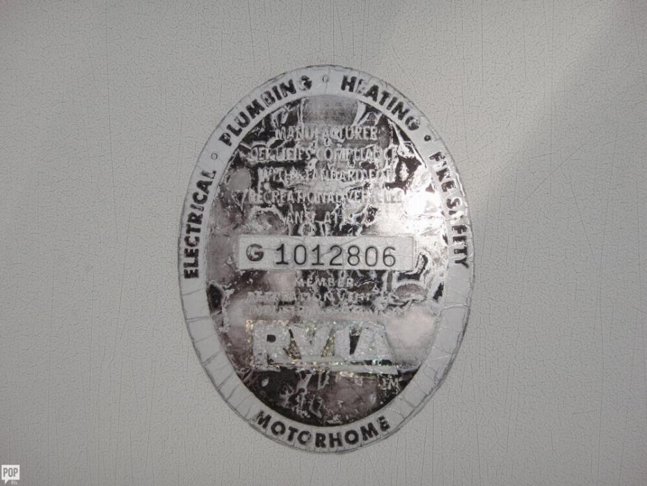 2003 Winnebago Adventurer 33V, 19