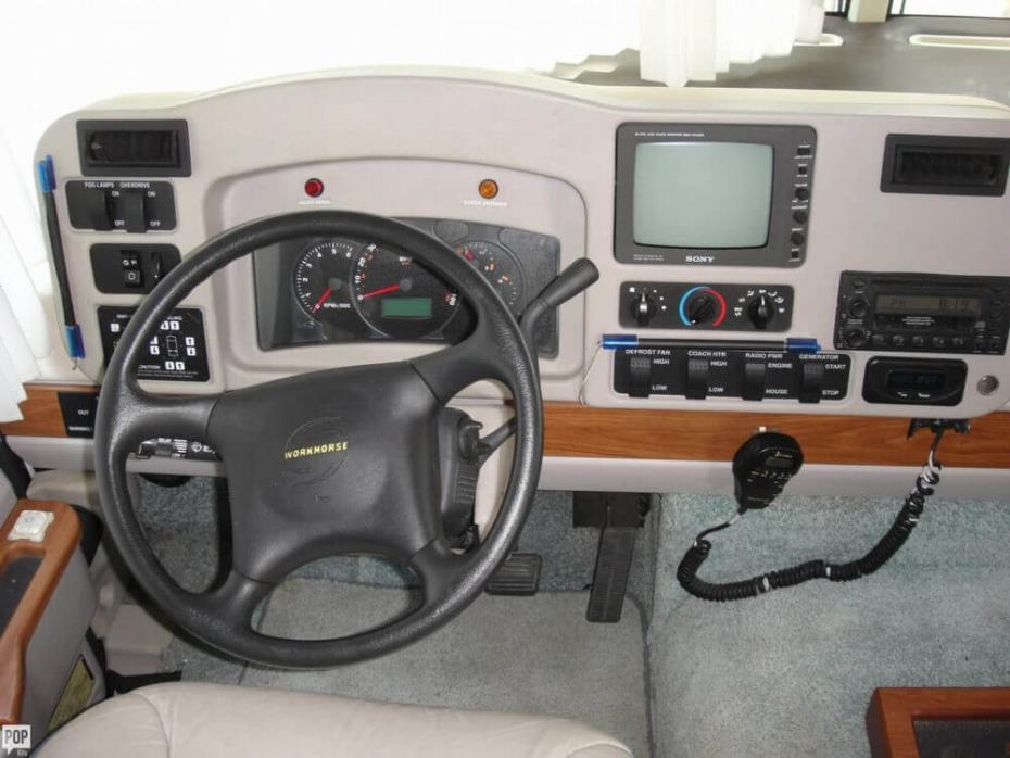 2003 Winnebago Adventurer 33V, 5