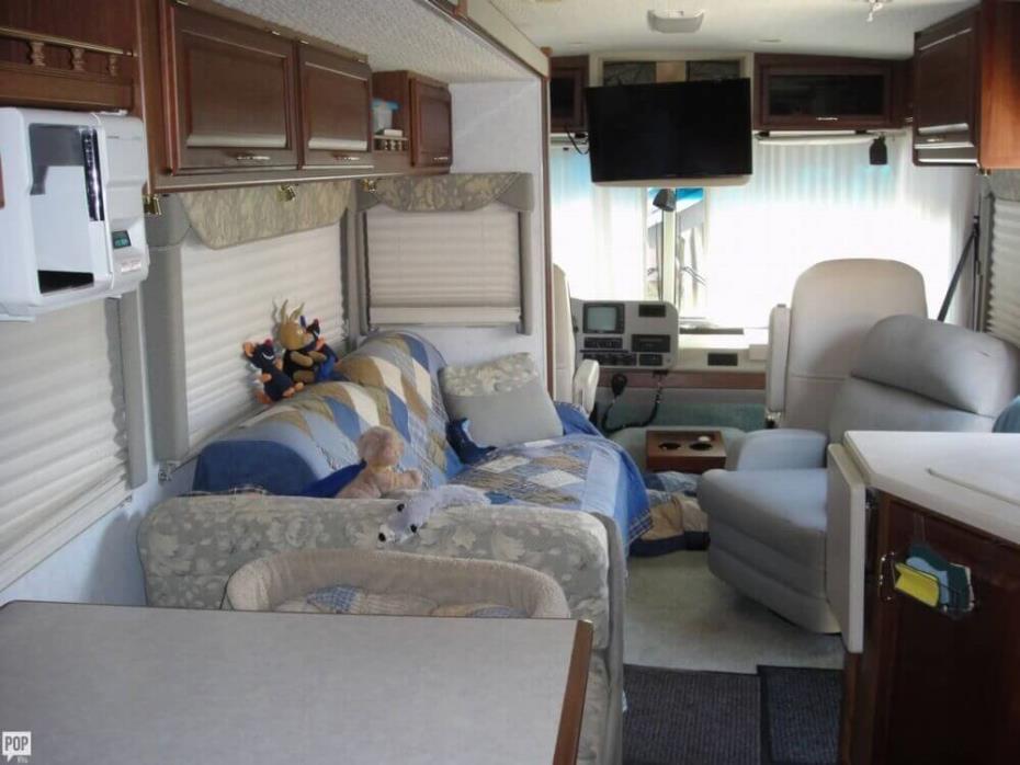 2003 Winnebago Adventurer 33V, 6