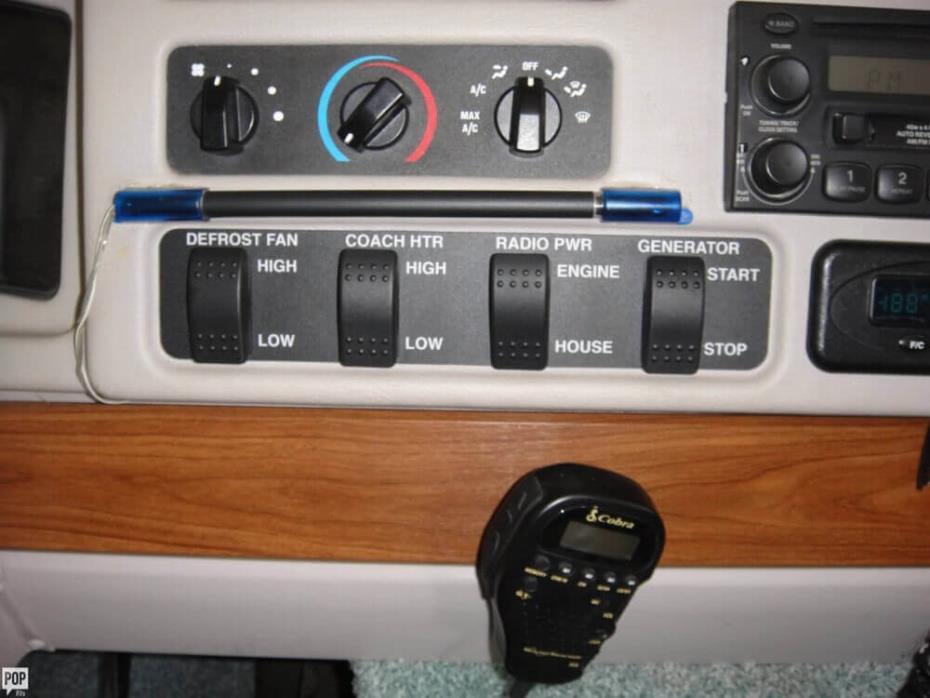 2003 Winnebago Adventurer 33V, 24