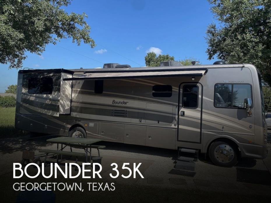 2015 Fleetwood Bounder 35K