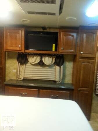 2008 Heartland Landmark 40 Fifth Wheel, 3