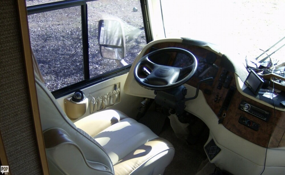 2004 Thor Motor Coach Damon Challenger 371W