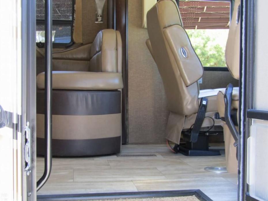2016 Thor Motor Coach Challenger 37TB Bunkhouse, 9