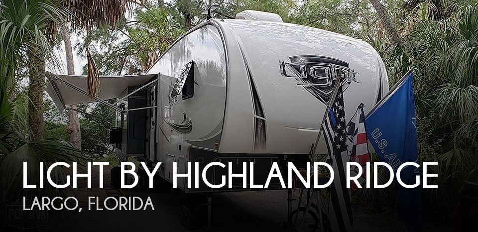 2019 Light by Highland Ridge 335MBH