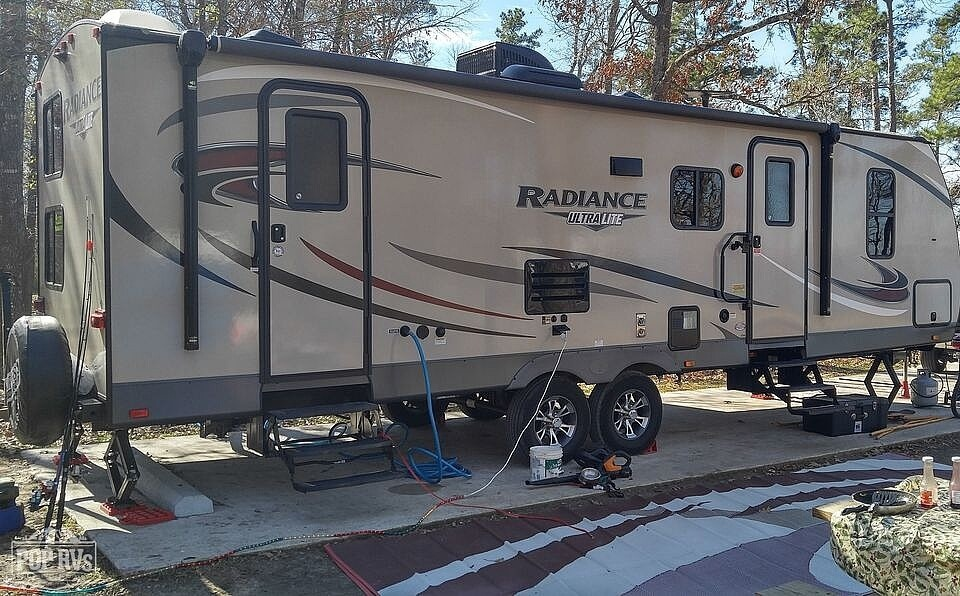 2017 Cruiser RV Radiance Ultra-Lite 27BH