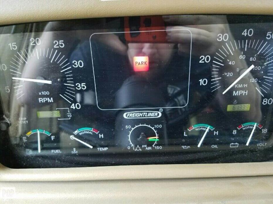 1997 Fleetwood Discovery 36A, 5