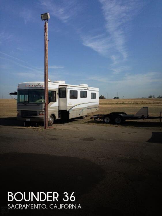2000 Fleetwood Bounder 36S