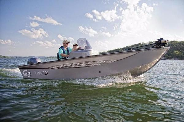 2017 TRACKER BOATS Pro 160 With trailer