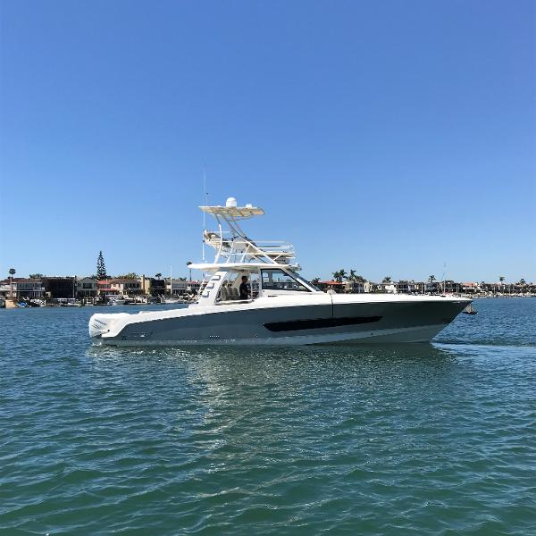 2017 Cruisers Yachts 390 Express Coupe