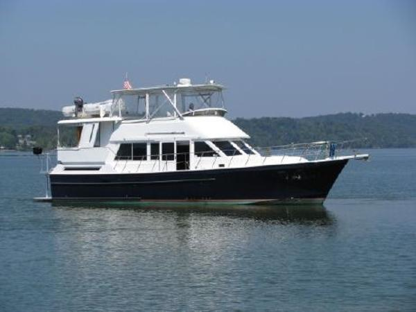 2003 Lagoon Power 43