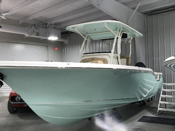2018 Sportsman Boats Heritage 241 Center Console