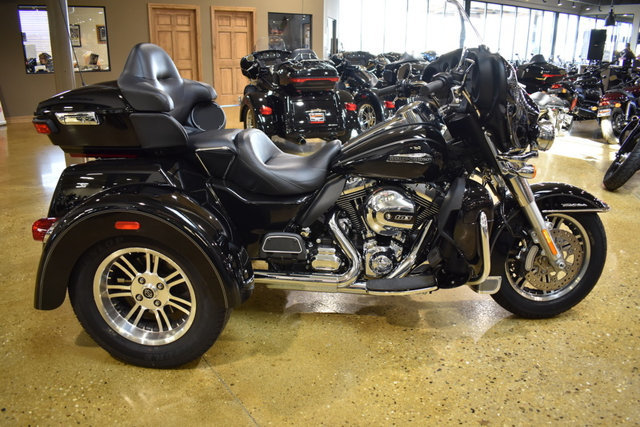 2016 Harley-Davidson TRI GLIDE ULTRA TRIKE FLHTCUTG