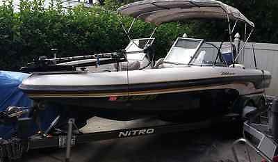NITRO 20ft 288 FISHN& FUN BOAT w/MERC 200 & TRAILER, LOW HRS, FISHING & SKING