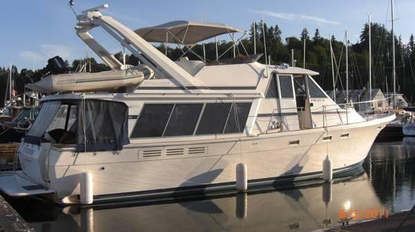 45' Bayliner 4550 Pilothouse Motoryacht