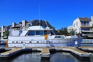 Hatteras 50 Motor Yacht Restored Classic Recent Survey Liveaboard  Twin Diesels