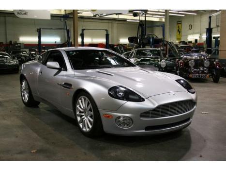 Aston Martin : Vanquish 2dr Cpe 6 speed manual 9 000 original miles from new