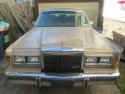 Lincoln : Town Car TOWN CAR 1989 lincoln town car 134 k original actual miles solid car drive it anywhere