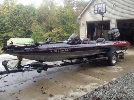 Triton TR21 Bass Boat with 200 hp Johnson Venom