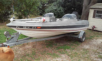1986 BAYLINER TROPHY BASS BOAT 125 HP O/B MOTOR