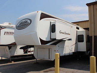 PRICE REDUCTION 2007 GRAND JUNCTION 5th WHEEL CAMPER TRAILER WITH 3 SLIDES