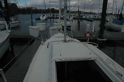 2013 MACGREGOR 26M SAILBOAT BLACK HULL