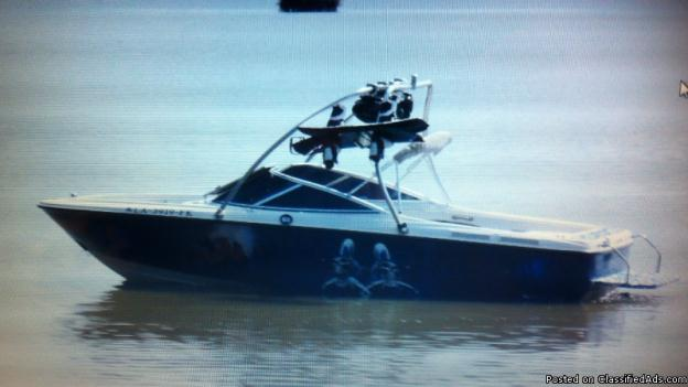 2004 Bayliner Wake board/ Ski Boat