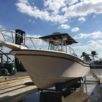 Grady White 263 Chase Center Console Fishing Boat