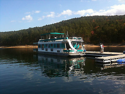 Houseboat on beautiful Lake Ouachita in Arkansas