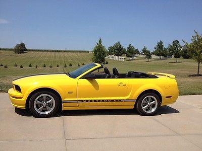 Ford : Mustang GT Premium 2005 mustang gt convertible super low miles