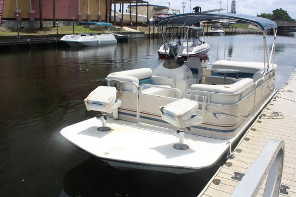 2001 Sylvan 2100 Space Deck Fish & Cruise