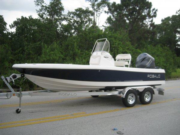 2016 Robalo 206 Cayman Bay Boat