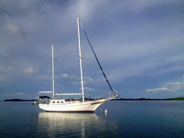 1973 Island Trader Raised Salon Ketch