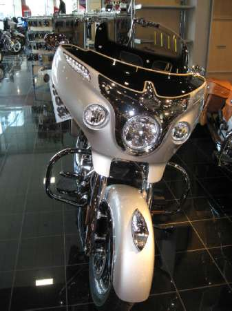 2016  Indian Motorcycle  Chieftain Star Silver / Thunder Black
