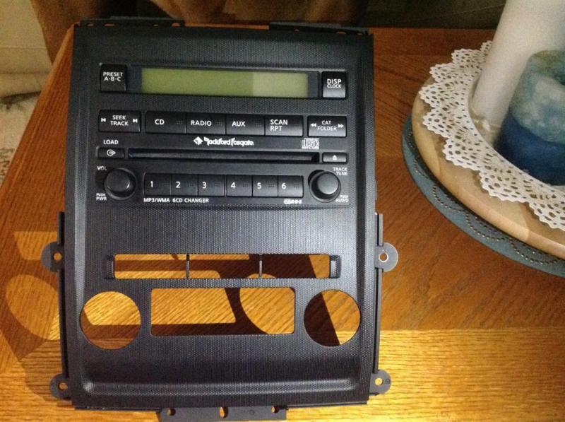 Nissan Frontier  2011 radio