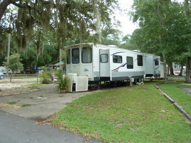 Winter escape to your RV PK Mdl on OWNED LOT in prime FL location!