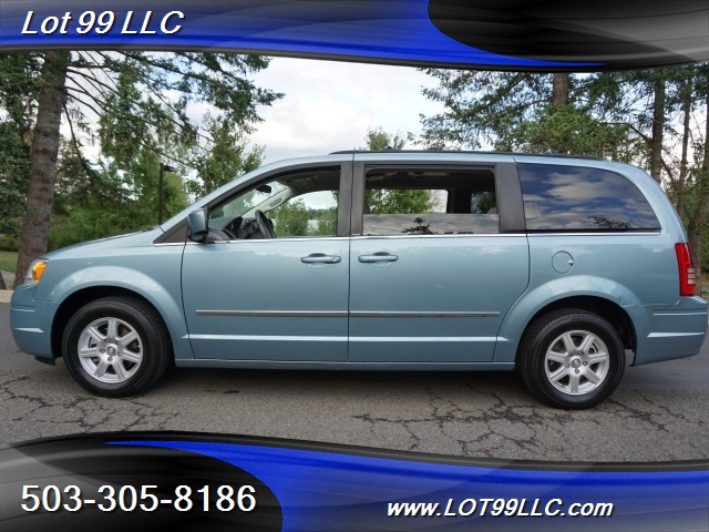 2010 Chrysler Town & Country Touring Portland, OR